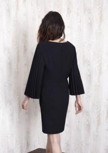 vestido-negro-manga-plisada
